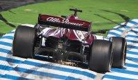 Оба пилота Alfa Romeo получили по 30 штрафных секунд и выпали из топ-10